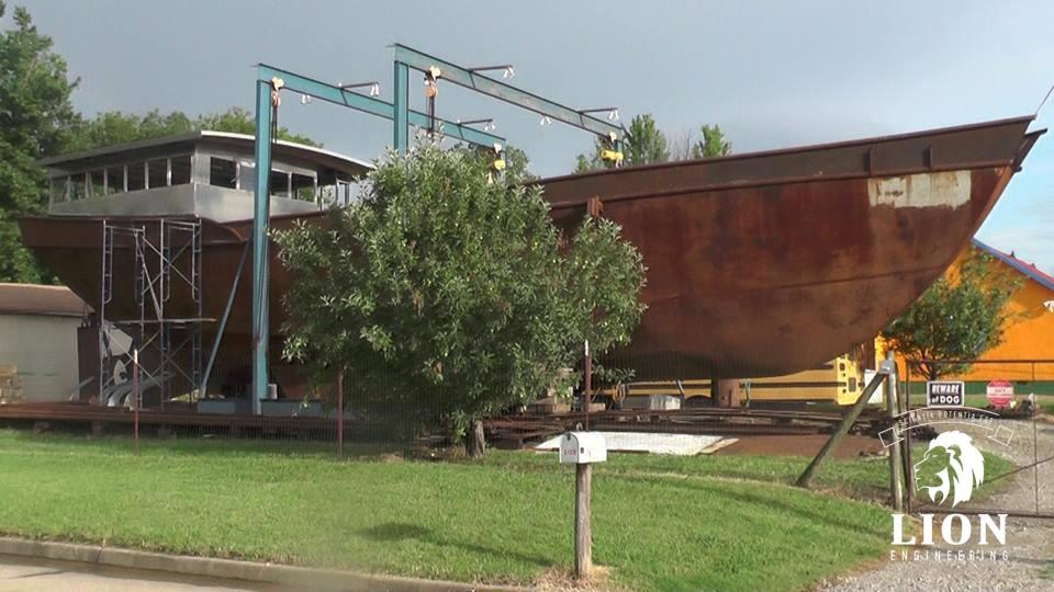 Boot bouwen in voortuin