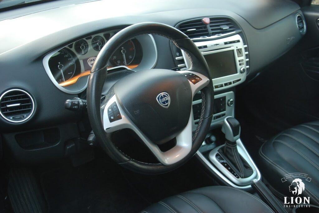 Mooi interieur Lancia Delta 1.8 DI
